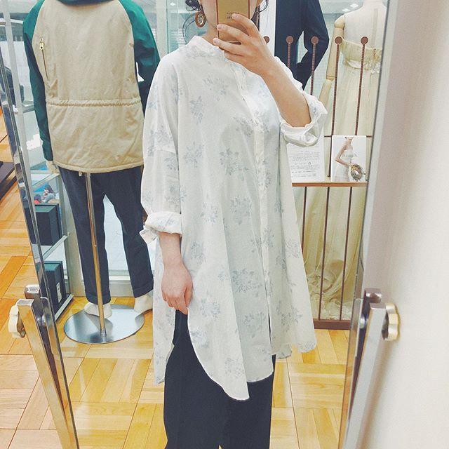 .【mizuiroind】.フラワープリントのシャツワンピ!パステルカラーのflowerプリントが大人かわいい︎︎甘すぎない花柄です^^お色も爽やかで春らしいです*レギンスを合わせてもパンツ、ワイドパンツを合わせても雰囲気ありますっ♡同じプリントのシャツもあります!..営業時間 10:00〜19:00.#愛媛#松山#BlessofBless#セレクトショップ#mizuiroind#ミズイロインド#花柄#シャツワンピース#ワンピース#シャツ#柄シャツ#19ss#今日のコーディネート#お洒落さんと繋がりたい - from Instagram