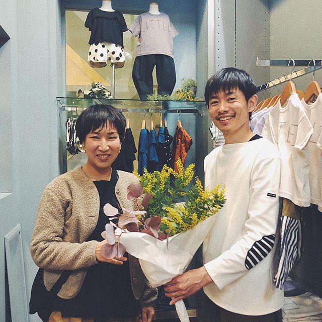 .リニューアルオープンによりたくさんのお花を頂きました**ありがとうございます!店内がお花の香りで癒されます︎..ありがとうございます♡こども服ブランド@uju_official  uju@meinheim  MEIN HEIM@arkakama arkakama@_nunuforme_  nunuforme.壁の塗装でお世話になりました@coshaworks coshaさん.いつも来てくださるお客様からもステキなお花を頂きました^^お気持ちがとっても嬉しいです︎︎.men'sBlessも雰囲気あるかっこいい店内もになっています!ぜひ行ってみてくださいね^^men'sの店長も優しいですっ♩.あとですね、入口のライトがステンドグラスになりました!ここも見て欲しいですー♡タラ工房さんもありがとうございました!温かい気持ちになります︎.明日からもよろしくお願い致します♡.営業時間 10:00〜19:00.#愛媛#松山#BlessofBless#セレクトショップ#uju#arkakama#meinheim#nunuforme#cosha#ドライフラワー - from Instagram