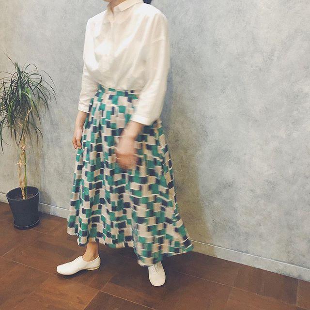 .【kapuwa】.カプワのスカート♡色合いがとっても可愛いらしくて春夏にぴったりです︎!!cube柄が他には無い雰囲気︎︎セットアップのタンクトップとワンピースも入荷しております!.スカートはゴムではきやすさ◎タンクトップは後ろ裾部分が絞れるようになっております^^ボトムに合わせてシルエットを変えてみて下さいね︎yellow / green.※greenのワンピースは完売致しました。.営業時間 10:00〜19:00.#愛媛#松山#BlessofBless#セレクトショップ#kapuwa#カプワ#スカート#タンクトップ#ワンピース#セットアップ#19ss#今日のコーディネート#お洒落さんと繋がりたい - from Instagram