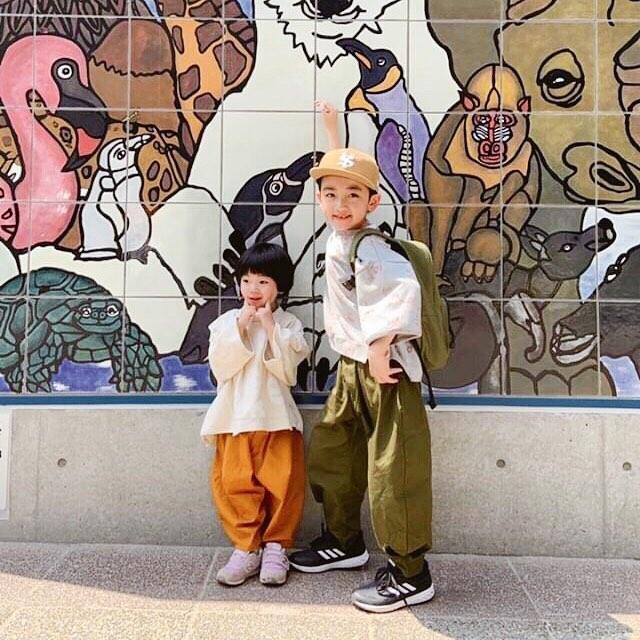 ..いつも来てくださるお客さまの動物園に行った時の写真が可愛すぎて、可愛すぎて、頂いちゃいましたぁー♡本当モデルさんみたいっ︎︎ばっちりきまってます!!..tops...#arkakamabottoms...#nunuforme..営業時間 10:00〜19:00.#愛媛#松山#ehime#matsuyama#BlessofBless#セレクトショップ#子供服#兄弟リンクコーデ#19ss#今日のコーディネート#お洒落さんと繋がりたい - from Instagram