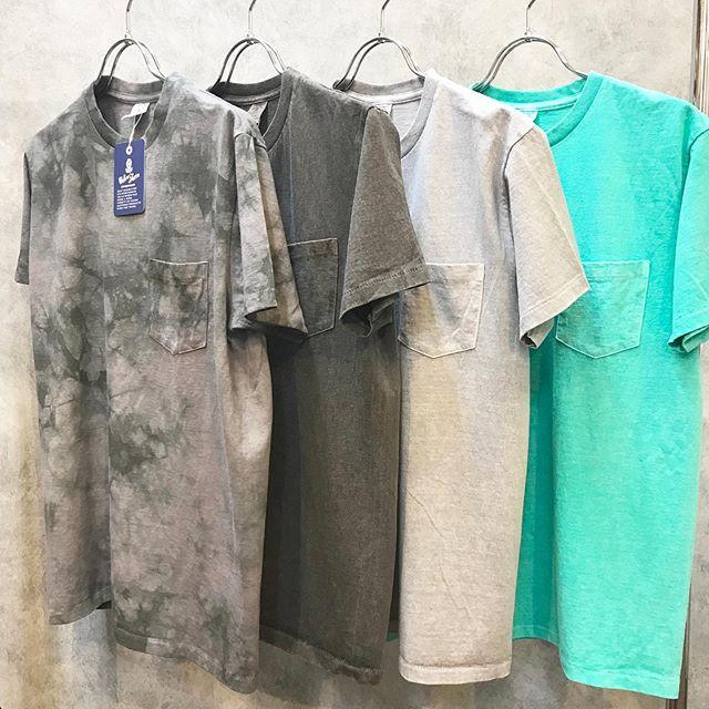 .【MENS BLESS #mensbless 】定番のクルーネックを製品染めした限定カラー新入荷!タイダイブラック、ブラック、グレー、ライトグリーン。ソリッドカラーとはまた違い、夏のビーチ🏖スタイルに!少量ですのでお早めにどうぞ#velvasheen#ベルバシーン#Tシャツ..[Bless ONLINE STORE]@blessofbless.life.セレクトショップブレス愛媛県松山市大街道2-1-12089-932-6464 (メンズ直通)#愛媛 #松山 #大街道 #大街道商店街 - from Instagram