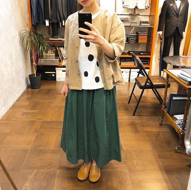 ..jacket...#yarra¥16,000- tax.tops...#yarra¥7,500- tax.skirt...#yarra¥15,000- tax.shoes...#semparar¥24,000- tax..*スタッフ152㎝...インスタにアップしたお洋服も郵送での購入可能です!ぜひ、気になる商品がございましたらDMやコメントなど気軽によろしくお願いします︎︎...【休業期間】4月25日(土)〜5月6日(水).#愛媛#松山#大街道#ehime#matsuyama#BlessofBless#セレクトショップ#今日のコーディネート#お洒落さんと繋がりたい#2020#20ss #ヤラ#センパラール - from Instagram