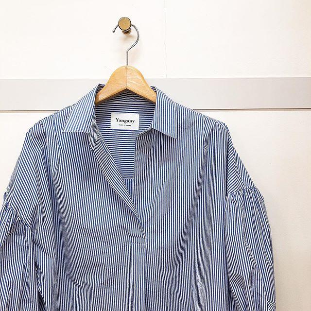 ..#yangany#ヤンガニー.毎年人気のブラウス♡今年はストライプ!綿素材でパリッと爽やかです!.white / brown / blue¥15,000- tax.....インスタにアップしたお洋服も郵送での購入可能です!ぜひ、気になる商品がございましたらDMやコメントなど気軽によろしくお願いします︎︎...【休業期間】4月25日(土)〜5月6日(水).#愛媛#松山#大街道#ehime#matsuyama#BlessofBless#セレクトショップ#今日のコーディネート#お洒落さんと繋がりたい#2020#20ss #ヤンガニー - from Instagram