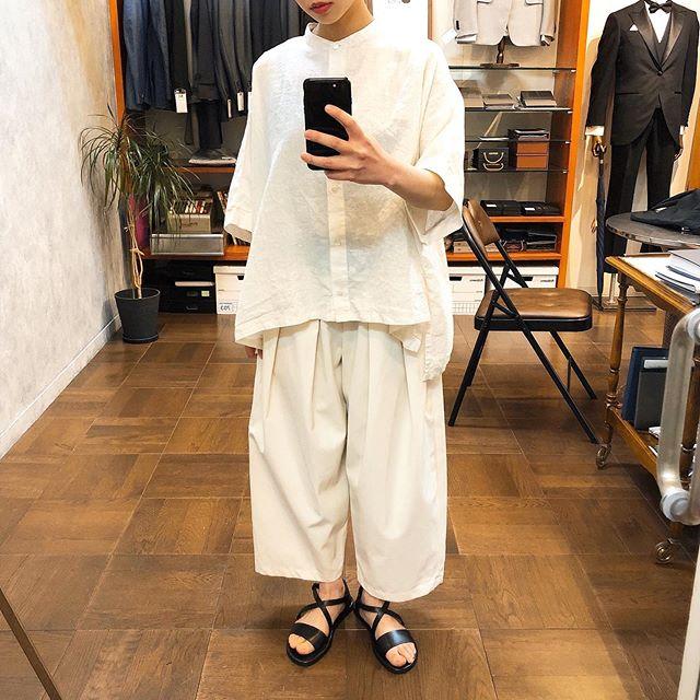 ..tops...#mizuiroindoff white / black¥12,800- tax.bottom...#mizuiroindoff white / beige / black1,2size¥13,800- tax.shoes...#nuovonicar¥12,800- tax..*スタッフ152㎝...インスタにアップしたお洋服も郵送での購入可能です!ぜひ、気になる商品がございましたらDMやコメントなど気軽によろしくお願いします︎︎...【休業期間】4月25日(土)〜5月6日(水).#愛媛#松山#大街道#ehime#matsuyama#BlessofBless#セレクトショップ#今日のコーディネート#お洒落さんと繋がりたい#2020#20ss #ミズイロインド#ヌオヴォニカール - from Instagram