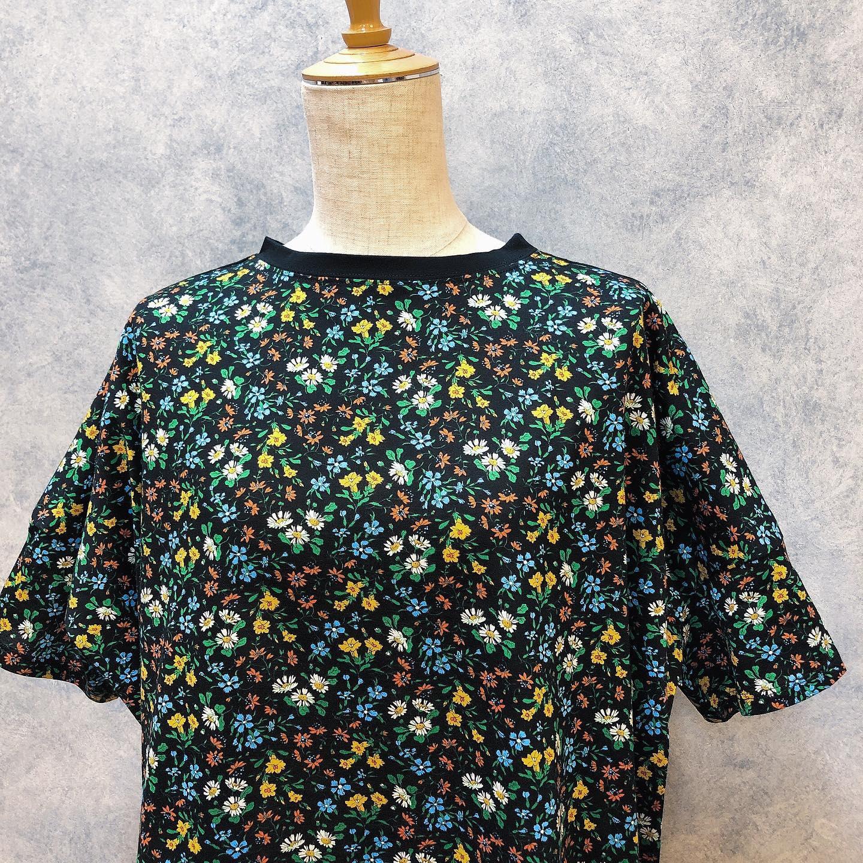 ..#jsloane#ジェイスローアン#liberty#リバティ.リバティプリント♡1枚で可愛いTシャツ入荷しております!ゆったりシルエットで着やすいです♡.¥11,000- tax....インスタにアップしたお洋服も郵送での購入可能です!ぜひ、気になる商品がございましたらDMやコメントなど気軽によろしくお願いします︎︎...【短縮営業】11:00〜17:00定休日 水曜日.#愛媛#松山#大街道#ehime#matsuyama#BlessofBless#セレクトショップ#今日のコーディネート#お洒落さんと繋がりたい#2020#20ss #リバティ - from Instagram