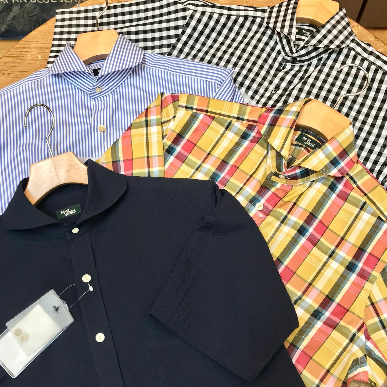 .【MENS BLESS #mensbless 】シャツ工場に別注した当店オリジナルネームの半袖シャツ新登場!今年の夏も暑いこと間違いなし️・カーブしたフロントに、後ろに逃げる形状のカッタウェイ衿。トレンド感にとらわれないベーシックスタイルを意識しつつ、量産品には無いディテールで仕上げてます・色柄は上からブラックギンガム、ロンドンストライプブルー、マドラスイエロー、サッカーネイビーです。・メンズS〜XL※ウエストは絞らずゆったりめのサイジングで設定してます・店長Mサイズ着用です🤗是非店頭でご覧になってみて下さい!!・・・[Bless ONLINE STORE]@blessofbless.life.セレクトショップブレス愛媛県松山市大街道2-1-12089-932-6464 (メンズ直通)#愛媛 #松山 #大街道 #大街道商店街 #ehime #matsuyama #okaido . - from Instagram