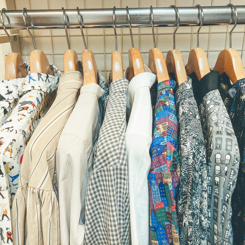 ・・Parkesのシャツ、ワンピースが入荷しました!ちょっと個性的な柄シャツ、刺繍シャツありますInstagramのDMにてお問い合わせ頂き、そこからの購入も可能ですネットショップもございますので是非覗いて下さい!・・#愛媛#松山#大街道#ehime#matsuyama#BlessofBless#セレクトショップ#今日のコーディネート#お洒落さんと繋がりたい#2020#20aw #シャツ#柄シャツ#シャツコーデ#ootd#shirts#shirtstyle - from Instagram