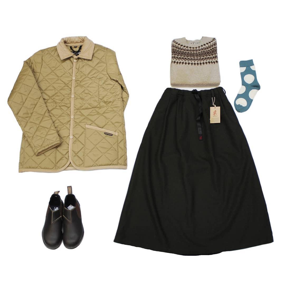 【Bless ONLINE STORE】jacket… #lavenham1969年イギリスの小さな村「LAVENHAM」が発祥地。1972年に発表されたダイヤモンドキルティングジャケットは実用的でスタイリッシュ、現在も変わらず世界中で愛されています。・knit… #noreasterly1929年創業スコットランドのニットメーカーファクトリーブランド。希少価値の高いシェットランドウールを100%使用した贅沢なニットです。・skirt… #gramicci1982年ロッククライマーであった創設者グラハム氏がクライミングウェアを作るためにカリフォルニアの小さな工場から立ち上げました。機能的で耐久性に優れたアイテムは、たちまち全米に広がりました。・shoes… #blundstone1870年オーストラリアの南東部タスマニア島で設立。履き口にプルストラップの付いたサイドゴアブーツは、頑丈で履き心地に優れたブランドを象徴するブーツです。今年150周年、50ヵ国以上もの国で愛される世界的ブランド。・socks… Blessオリジナル#hoffman 別注商品。ロングセラーアイテムです。・#2020 #今日のコーディネート #おしゃれさんと繋がりたい #セレクトショップ #愛媛 #松山 #松山市大街道 #BlessofBless - from Instagram