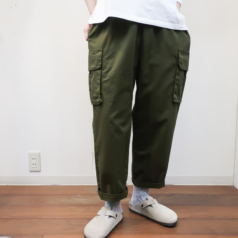 ・・pants…#danafaneuil (ベージュsold)サイドに大きなポケットが付いており、裾に掛けてゆとりをもって細くなっていくデザインです。とてもとても履きやすいです♂️ポケットはスナップボタンでしっかり留められますので大事な物を入れても落とす心配がありません!tshirt … #bluelakemarket 身幅や二の腕はゆったりしているのですが、袖口のみリブがしっかりしているのでメリハリを付けて着て頂けます!3色展開で店頭にございます️スタッフ身長162cm・・#愛媛#松山#大街道#ehime#matsuyama#BlessofBless#セレクトショップ#今日のコーデ#お洒落さんと繋がりたい#2021ss#21ss#fudge部 #fudge#cluel#wear#fashion#カジュアルパンツ#カーゴパンツ#バンツコーデ #ボーイッシュコーデ #シンプルコーデ - from Instagram