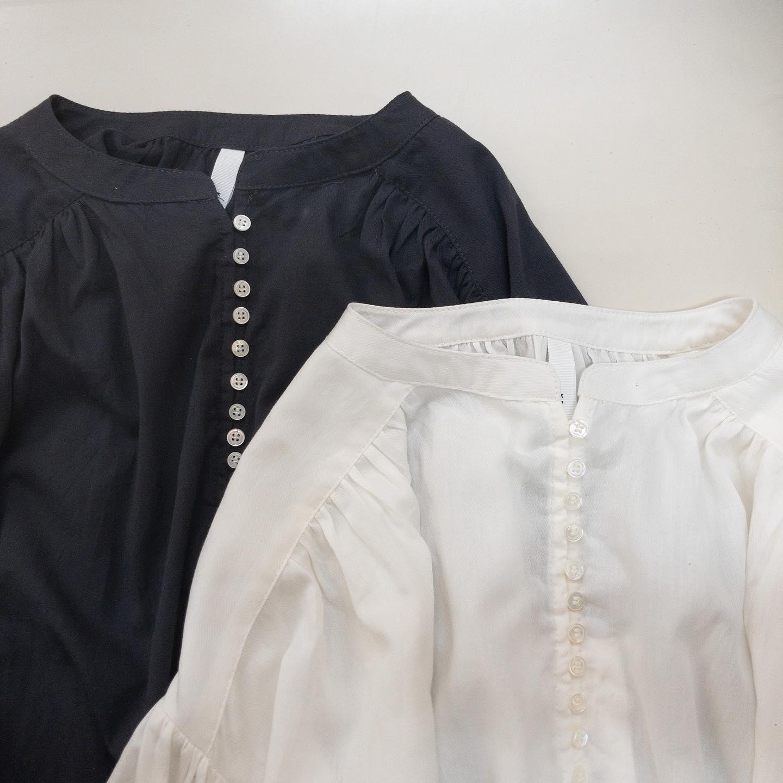 ・・ #kelen @kelen_ladies フロントにずらっと並んだボタンが可愛いブラウスが届きました。袖と肩、背中のギャザーでふんわり優しい雰囲気です。コットン100%でお洗濯も可能です♂️・・#愛媛#松山#大街道#ehime#matsuyama#セレクトショップ#お洒落さんと繋がりたい#2021ss#21ss#fudge#fudge部#cluel#ブラウス #ボタンブラウス #ギャザーブラウス #白ブラウス #黒ブラウス #夏ブラウス - from Instagram