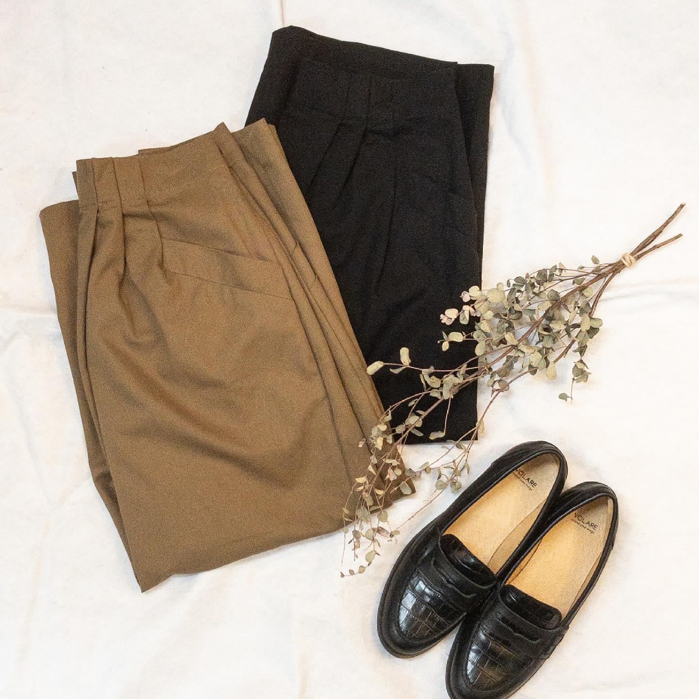 ・・tight skirt… #kelen @kelen_women (LKL21SSK2/¥13,200/brown、black)ポケットやタックなどの生地の重なりがとってもお洒落なタイトスカートが届きました。タイトと言ってもぴったりしている訳ではなく、ハリのある生地でとても使いやすいスカートです。ウエストインをすると個性的で目を引くタックが見えて可愛いです!気になる方はDMにてお問い合わせ下さい。・・ #愛媛 #松山 #大街道 #セレクトショップ #タイトスカート #カジュアル #きれいめコーデ  #OLコーデ  #ベージュコーデ #officefashion #casualfashion #simplefashion  #fashion #置き画 - from Instagram