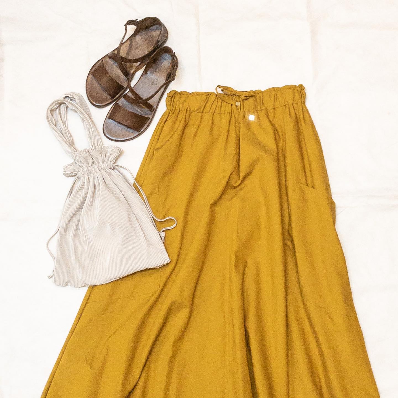 ・・CLOCHEたっぷりの生地でドレープ感が可愛いスカートが届きました。サイドには大きなポケットが付いており、生地は少しつるっとした綿100%です。カジュアルときれいめ、どちらでも来て頂ける1着です。(152-86509/¥12,980/mustard yellow、khaki、black)・・ #愛媛 #松山 #大街道 #愛媛セレクトショップ #セレクトショップ #マスタード #mustardyellow  #ドレープ #スカートコーデ  #カジュアルコーデ #シンプルコーデ  #きれいめコーデ  #オフィスカジュアル  #オフィスコーデ - from Instagram
